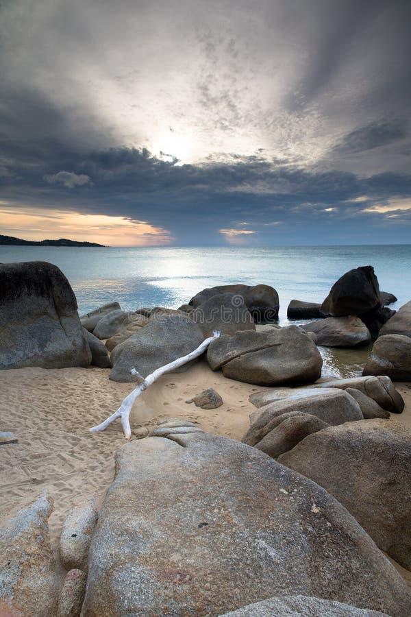 Download Заход солнца над морем стоковое изображение. изображение насчитывающей отражение - 33729827