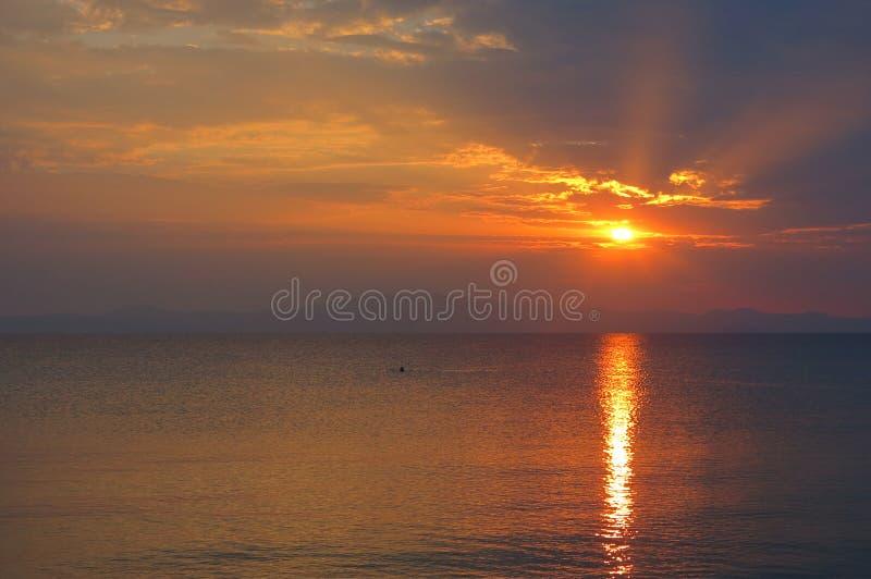 Заход солнца на море в Греции стоковая фотография