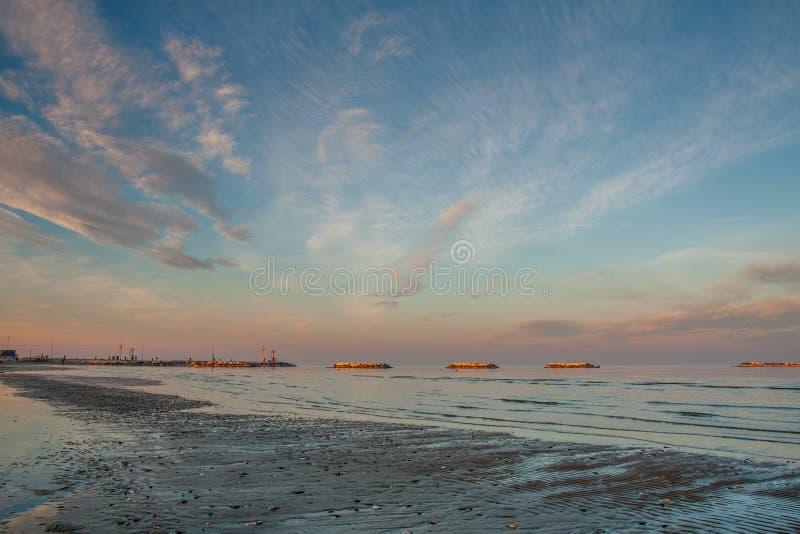 Заход солнца на море зимы стоковая фотография rf