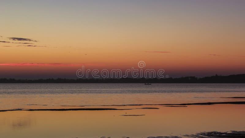 Заход солнца на озере стоковая фотография