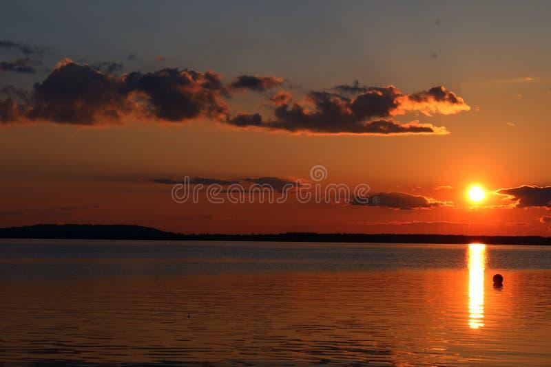 Заход солнца на озере Chiemsee стоковые изображения rf