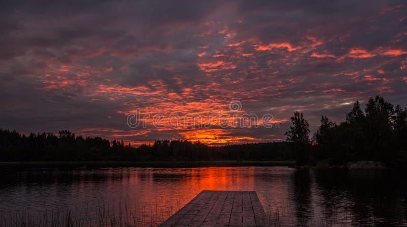 Заход солнца на озере Ladoga в Karelia, России стоковые фотографии rf