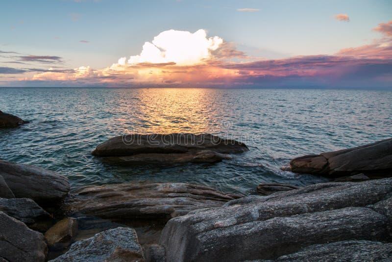 Заход солнца над озером Малави стоковое изображение rf
