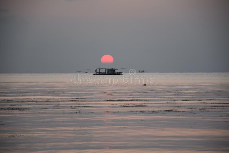 Заход солнца на острове Phangan, Таиланде стоковое фото rf