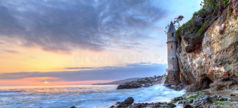 Заход солнца над пиратами возвышается на пляже Виктории в пляже Laguna стоковые изображения rf