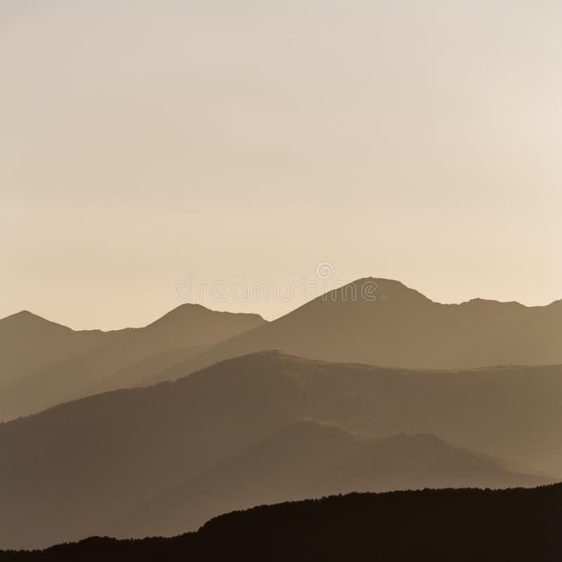 Заход солнца на Пиренеи стоковые изображения rf