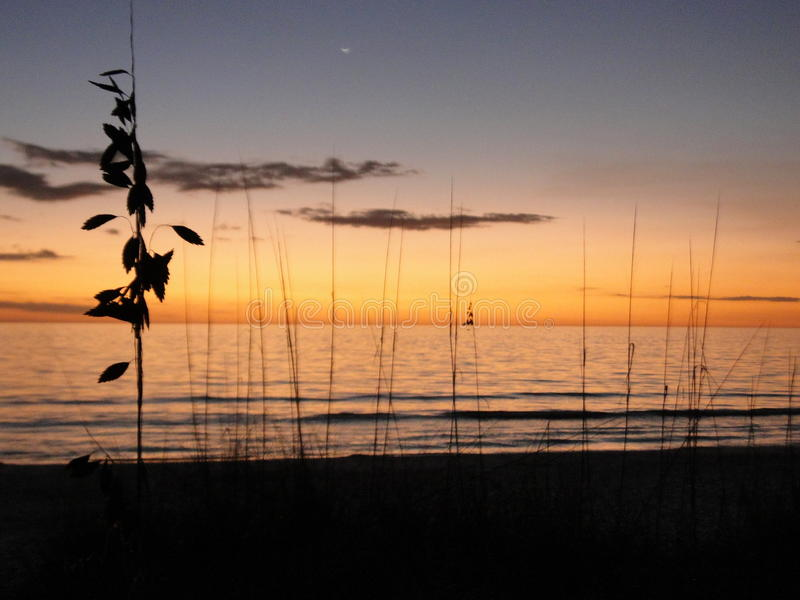 Заход солнца на побережье мексиканского залива Флориды последняя минута стоковое фото