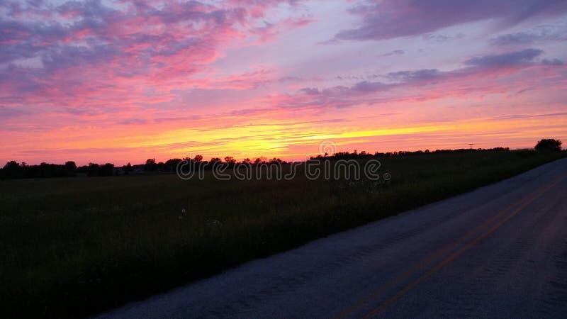 Заход солнца на потерянном шоссе стоковые изображения rf