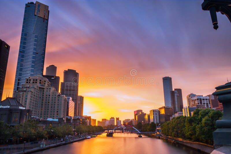 Заход солнца на принцах Мосте в Мельбурне стоковые фото
