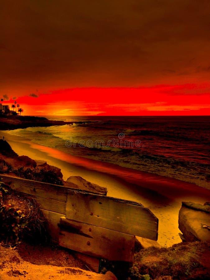 Заход солнца на пляже La Jolla Калифорнии стоковое фото