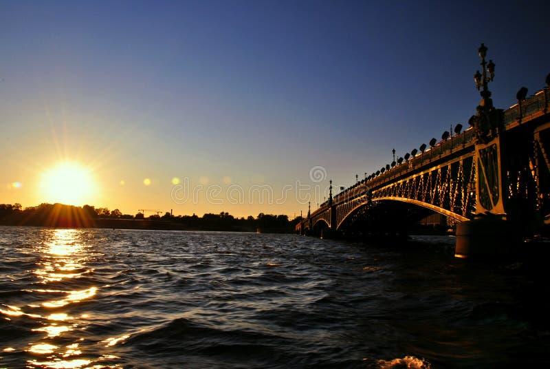 Заход солнца на реке Neva стоковые изображения rf
