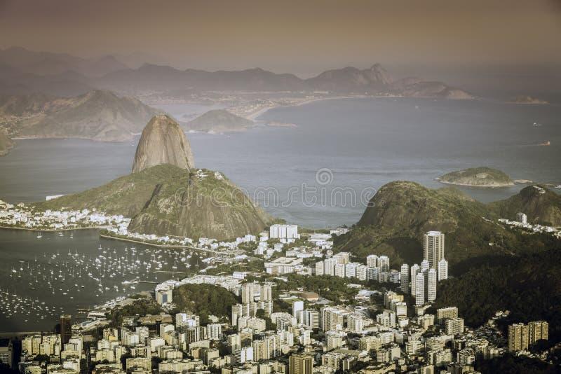 Download Заход солнца над Рио-де-Жанейро Стоковое Фото - изображение насчитывающей панорама, место: 37928910