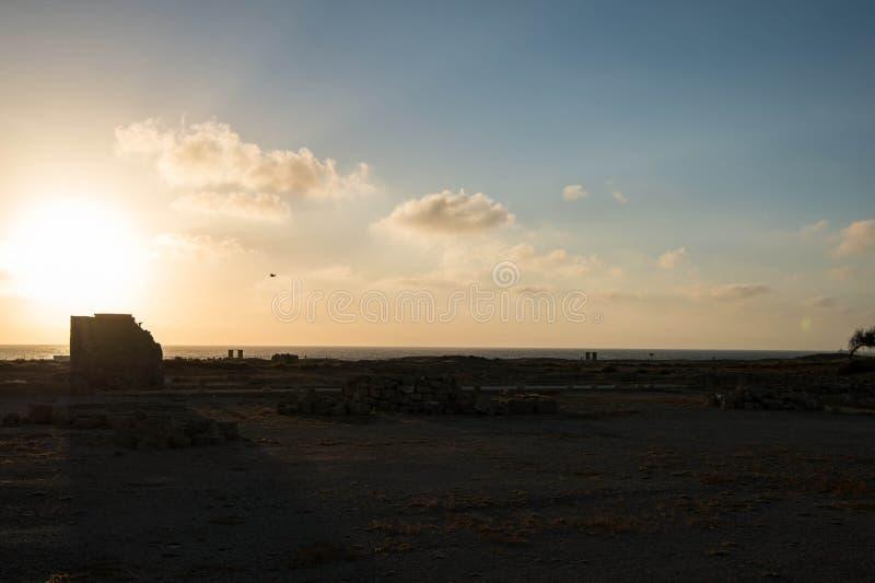 Заход солнца над среднеземноморским побережьем стоковые фото