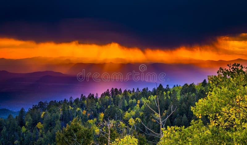 Заход солнца на тазе лыжи Санта-Фе стоковая фотография rf