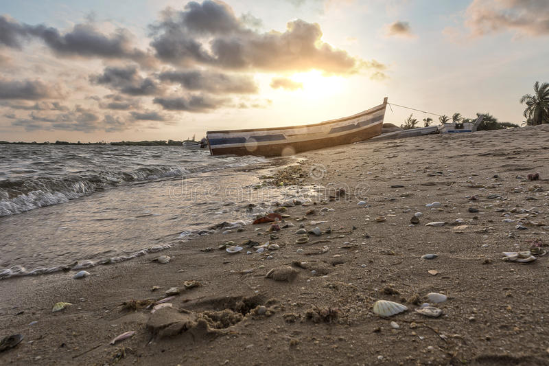 Заход солнца на тропическом острове mussulo Анголы стоковое фото rf