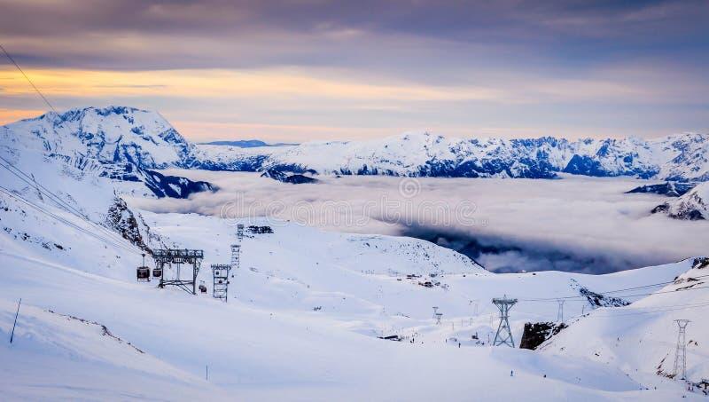 Заход солнца на французских горных вершинах стоковые фото
