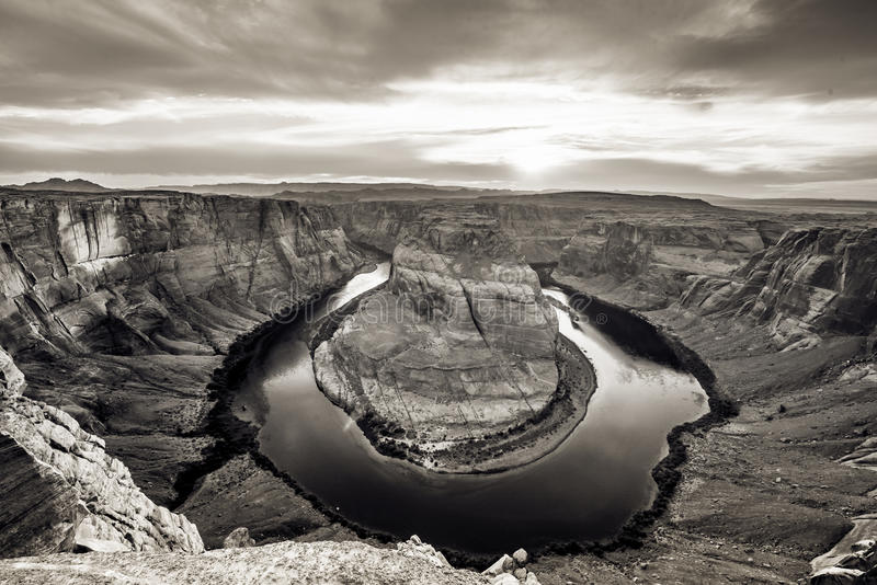 Заход солнца на Horseshoe загибе - гранд-каньоне с Колорадо - расположенном в странице, Аризоне, США стоковые фото