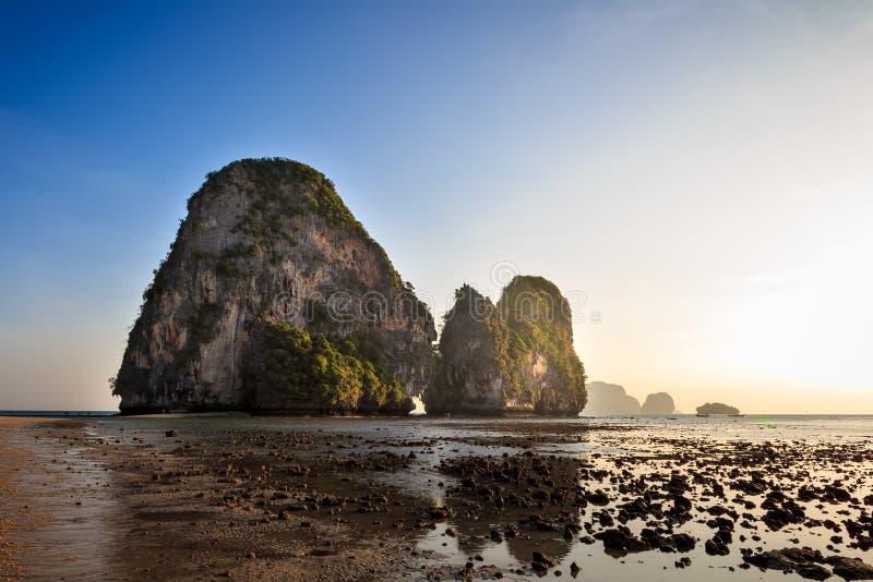 Заход солнца на Krabi Пляж Phra Nang стоковое изображение rf