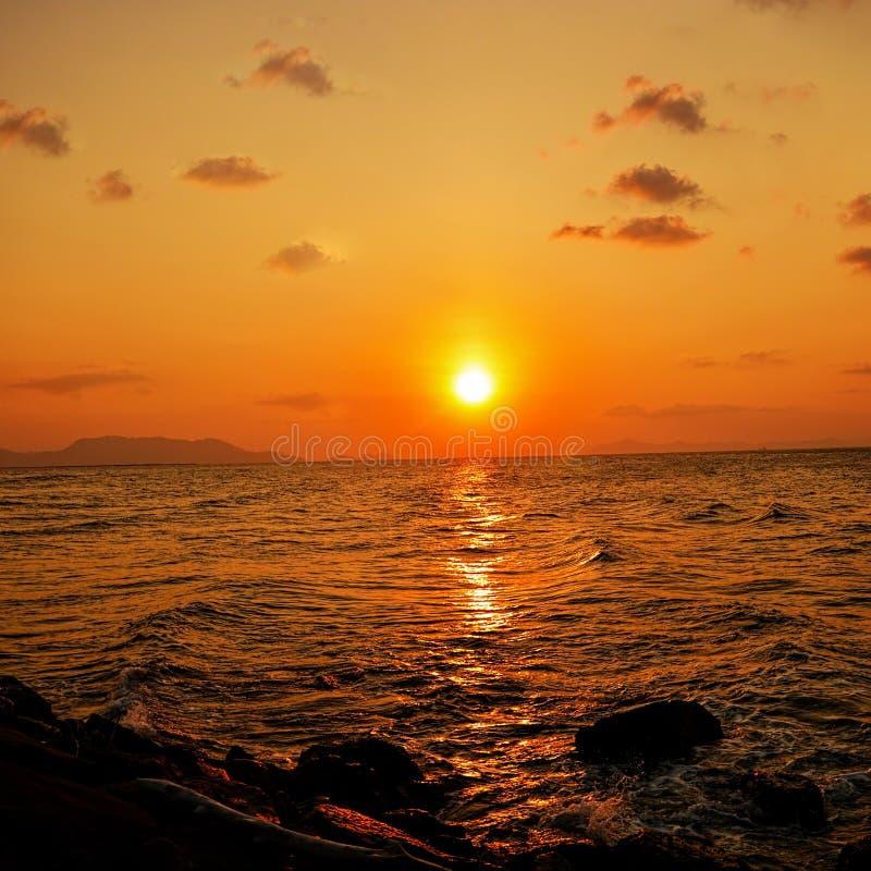 Заход солнца на Naga Alue стоковое изображение rf