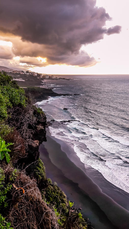 Заход солнца над Puerto de Ла Cruz, Тенерифе стоковое фото