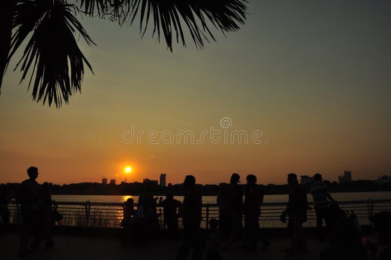 Заход солнца, озеро Путраджайя стоковое фото