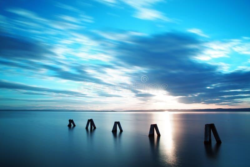 Download Заход солнца океана стоковое изображение. изображение насчитывающей пристань - 37930675