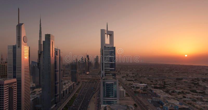 Заход солнца дороги Дубай Shiekh Zayed стоковые фото