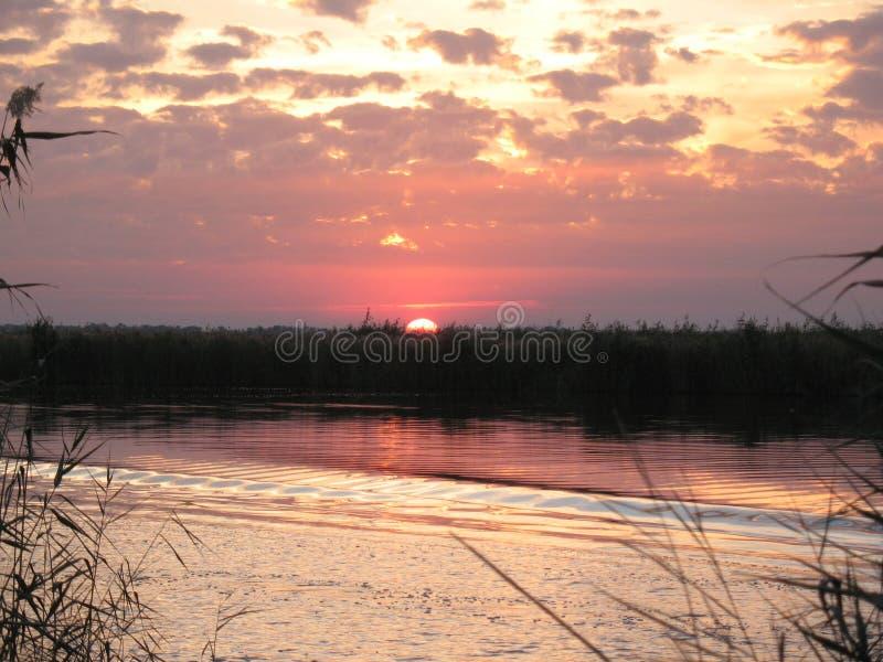 Заход солнца осени на реке стоковая фотография