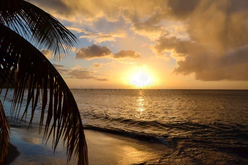 Заход солнца острова Доминики стоковая фотография rf