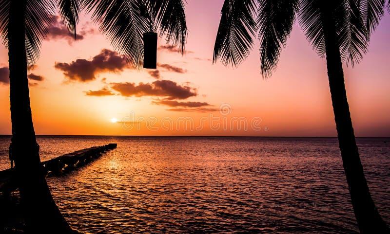 Заход солнца острова Доминики стоковые фотографии rf