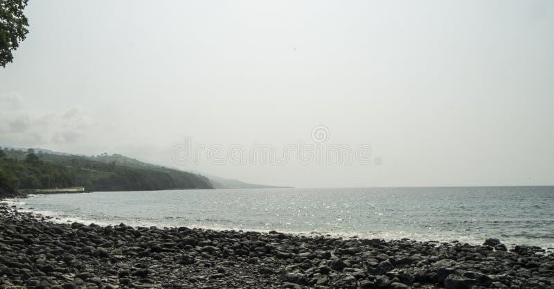 Заход солнца от сельского побережья острова Sao Tome стоковое изображение