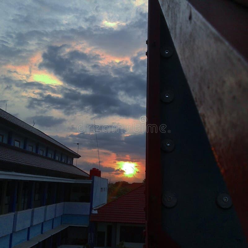 Заход солнца от стены взбираясь telkom st3 стоковое фото rf
