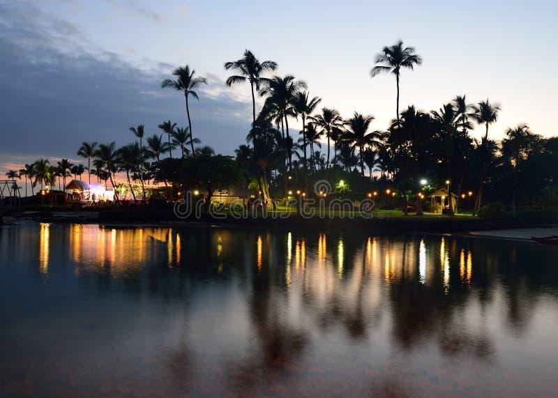 заход солнца партии luau Гавайских островов пляжа стоковое фото rf