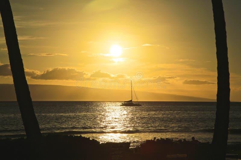 Заход солнца парусника Мауи стоковые фотографии rf