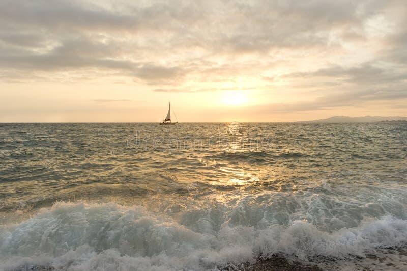 Заход солнца парусника стоковые изображения rf