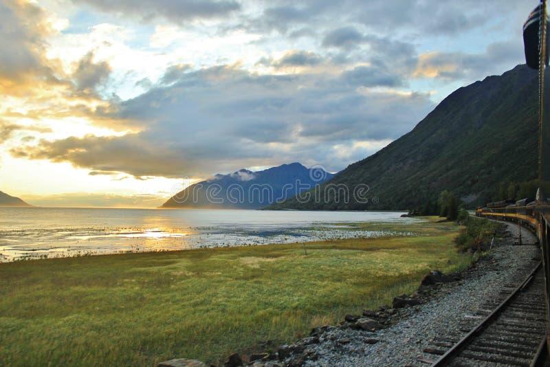 Заход солнца поезда стоковые изображения rf