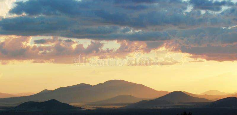 Заход солнца после шторма стоковое изображение