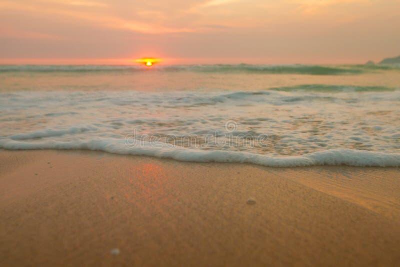 Заход солнца пляжа в Таиланде стоковое изображение