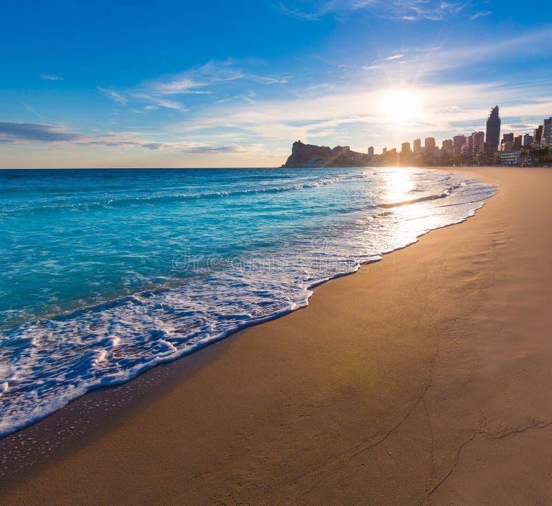 Заход солнца пляжа de Poniente playa Benidorm Аликанте стоковая фотография