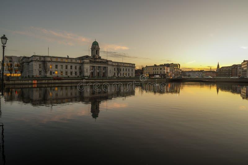 Заход солнца реки города пробочки стоковое фото
