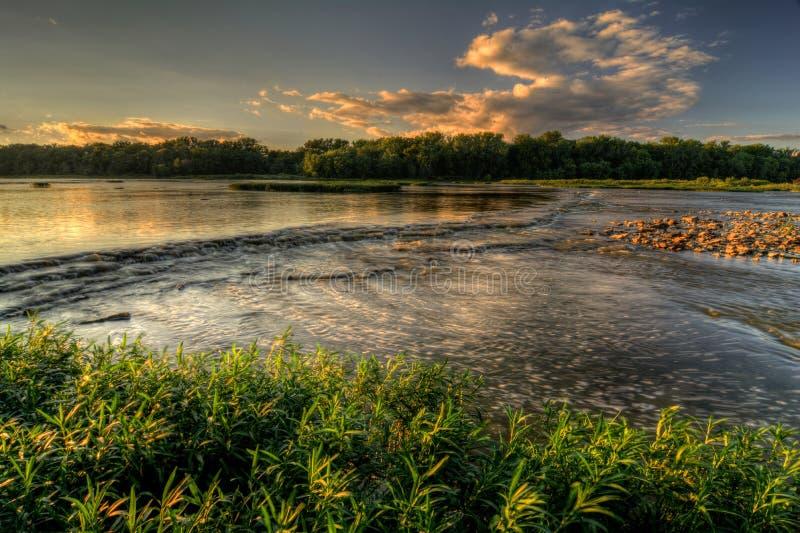 Заход солнца речных порогов реки стоковые фотографии rf