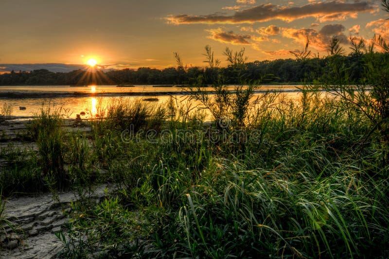 Заход солнца речных порогов реки стоковое изображение rf