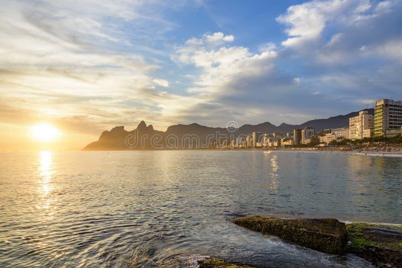 Заход солнца Рио-де-Жанейро стоковые фотографии rf