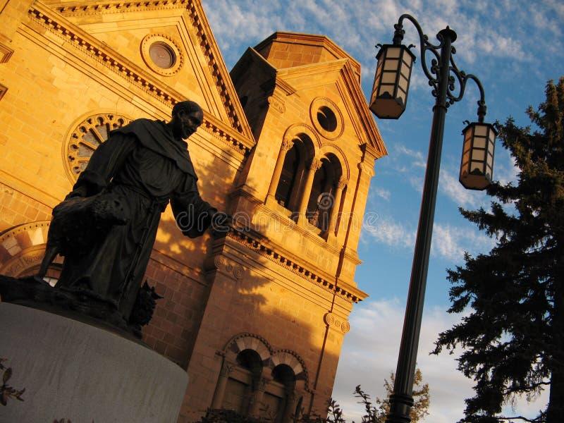Заход солнца Св. Франциск Св. Франциск собора Санта-Фе Неш-Мексико Assisi стоковые фото