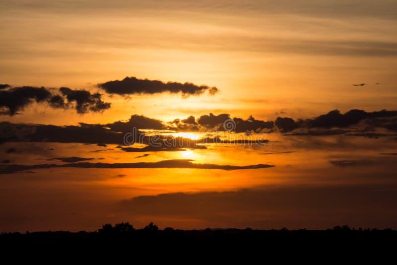 Заход солнца с красивым небом стоковое изображение