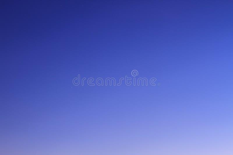 Заход солнца с красивым облаком стоковые изображения rf