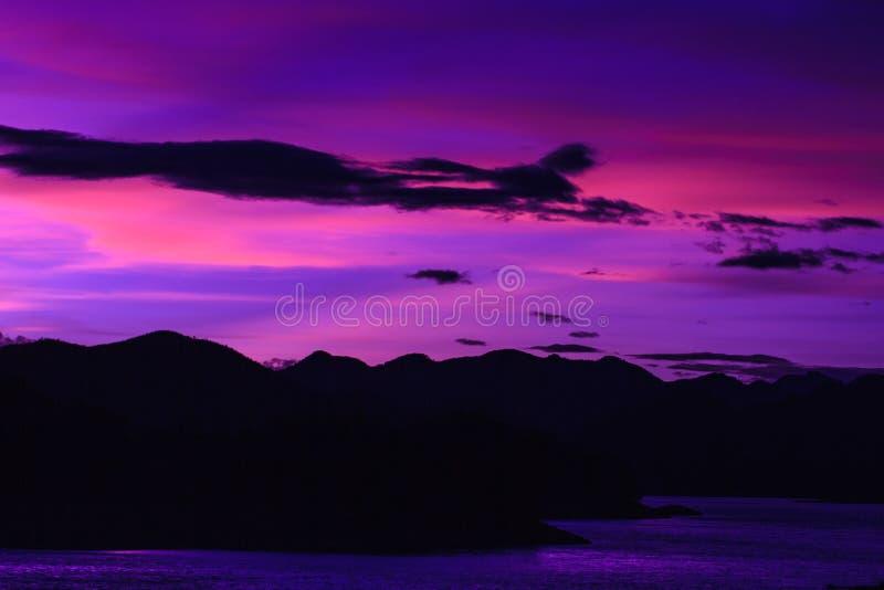 Заход солнца с красивым облаком стоковое фото