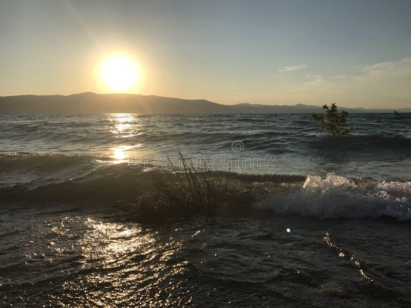 Заход солнца с озера медвед стоковое изображение