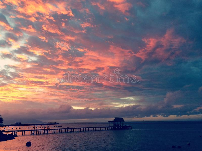 Заход солнца Таити стоковая фотография