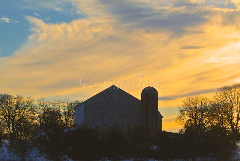 Заход солнца фермы стоковая фотография rf